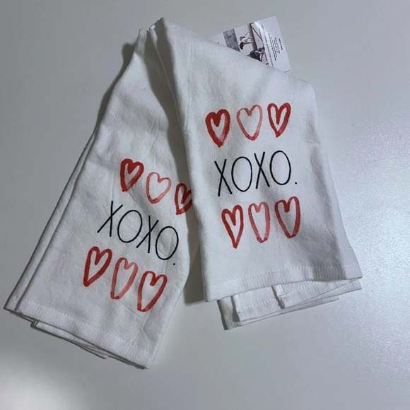 Rae Dunn NWT XOXO Kitchen Towels Set of Two